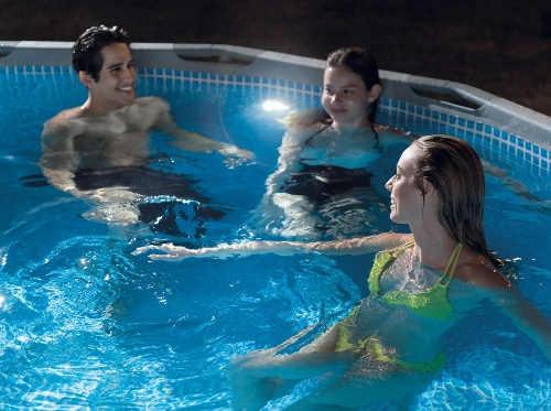 Bazénové LED osvětlení s integrovaným vodním generátorem