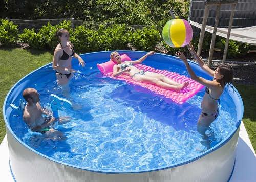 Menší plechový kruhový bazén na zahradu