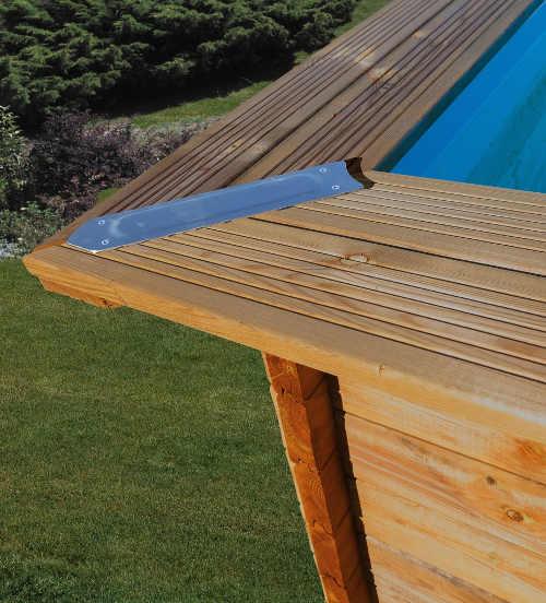 Nadzemní zahradní bazén s pevnou dřevěnou konstrukcí