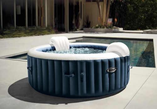 Nafukovací vířivka jako doplněk k zahradnímu bazénu