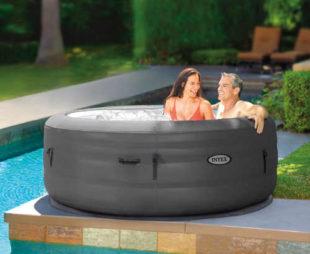 Luxusní vířivý bazén na zahradu