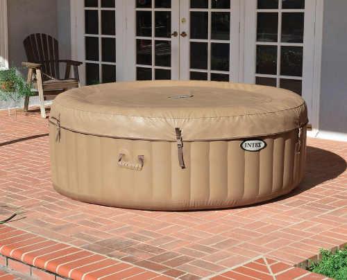 Praktický vířivý bazén v moderním designu