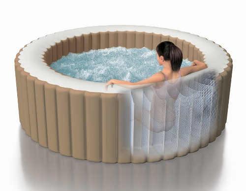 Vířivý bazén určený do exteriéru