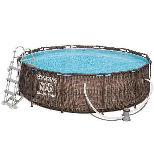 krásný nadzemní bazén s příslušenstvím