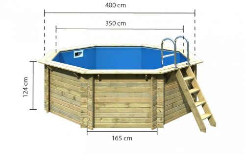 prostorný bazén se schůdkami