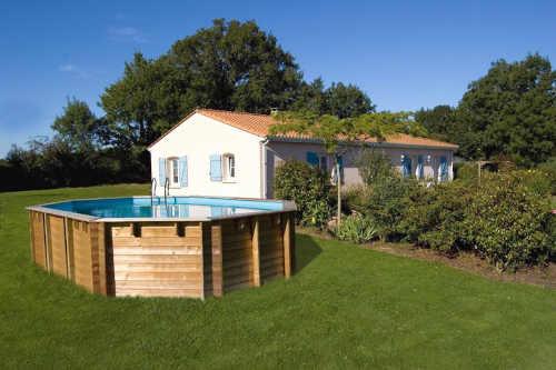 moderní dřevěný bazén hranatého tvaru